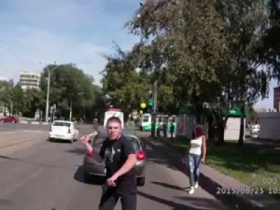 Неадекват с топором и пистолетом напал на водителя