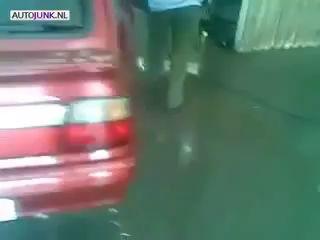 ZA-Auto.ru - Дедушка моет машину