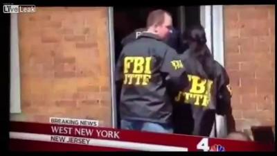 Бостон. мужик из фбр перелазит через ворота лол: D
