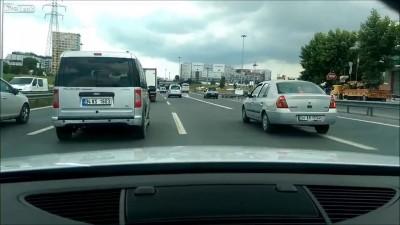 Опасные маневры на трассе...