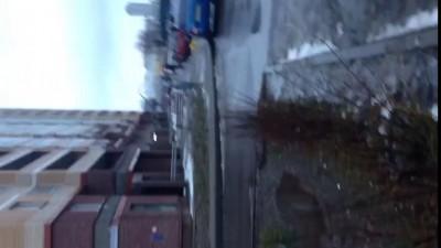 Из прорвавшихся труб в Петербурге забили два «фонтана»