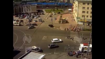 В Новокузнецке Ниссан протаранил толпу пешеходов