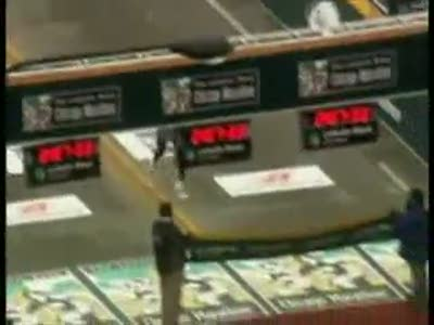 Бегун подскользнулся перед финишем