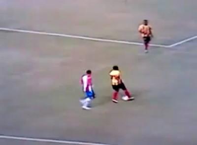 Luis Moreno ударил сову