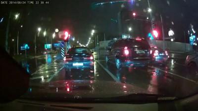 Таксист на «Волге» после ДТП пытался скрыться и протаранил еще несколько машин
