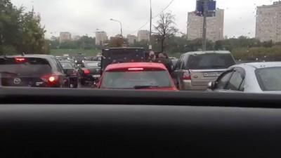 08.09.2013 13:47, источник: Autonews.ru Охрана VIP-кортежа избила водителя в центре Москвы