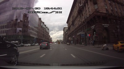Пешеход не смог перебежать Тверскую...