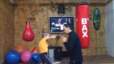 Маленькая боксерша