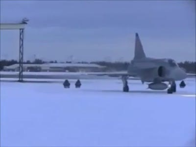 Самолет и любители санок