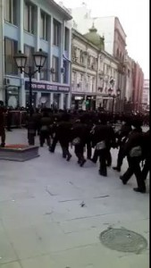 На избирательных участках в Москве порядок наводит спецназ