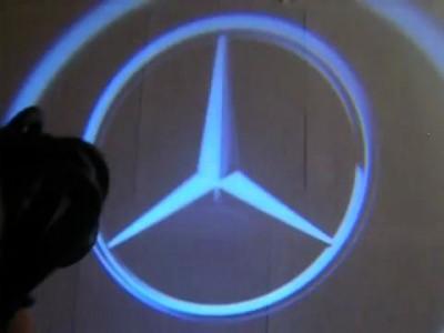 Проекция логотипа Mercedes - Benz