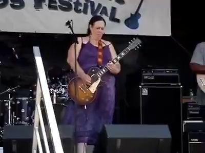 Неистовая гитаристка