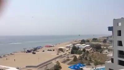 Прямо над головам курортников на пляже в Одесской области пролетело звено военных вертолетов