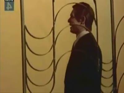 Гитлер слушает трололо песню