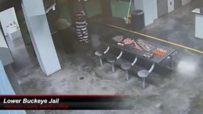 Нападение на сотрудника тюрьмы в США