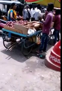 Roadside vendor cheating customer