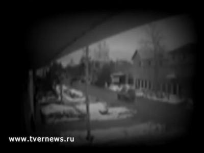 В Твери сбили маму с ребенком! Видео с камеры наблюдения