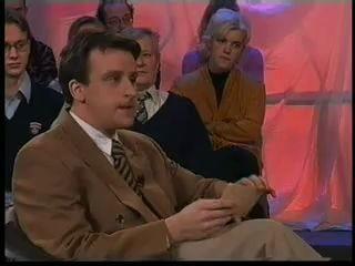 ведущий не сдержался и ржёт над гостями, TV-presenter can't stop own laughing at guests
