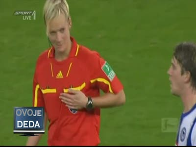 German football player touches female referee for her t*t  *OVOjeDEDA*
