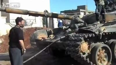 Обезьяны захватили танк