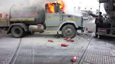 В Екатеринбурге горит цистерна с пропаном