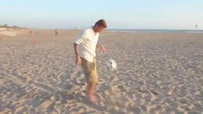 Бекхэм веселится на пляже