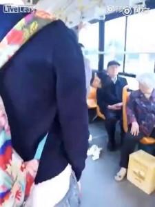 Обосрался в автобусе