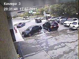 Грузовичек собрал припаркованные машины