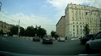 А911мр97 пропускает пешеходов
