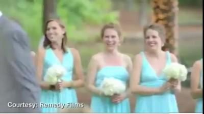 Молодожены и 27 гостей свадьбы рухнули с пирса ...