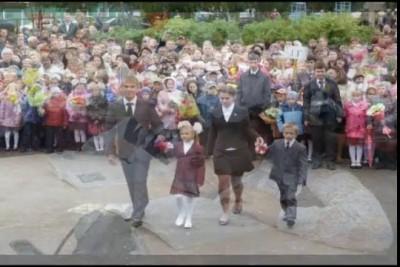 Марш первоклассников исп.Ю.Маркелов (ф-но)
