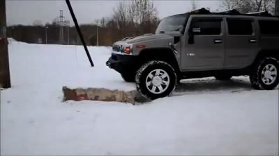 Смешные видео:Хаммер застрял