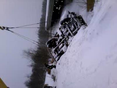 Автомобиль упал с моста