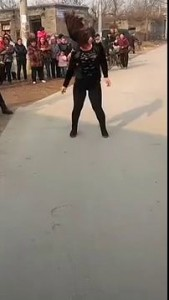 Ритуальный танец на китайских похоронах .