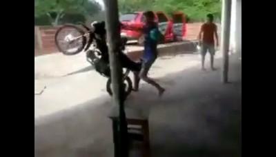 Идиот на мопеде