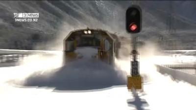 Как чистят рельсы от снега в Зеландии