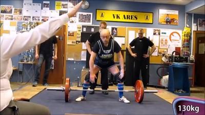 91-летний пауэрлифтер выжимает 130 кг.