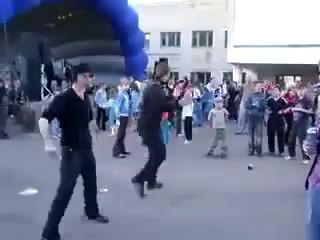 Гопники танцуют!