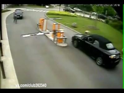 У девушек и без машины аварии! :-D
