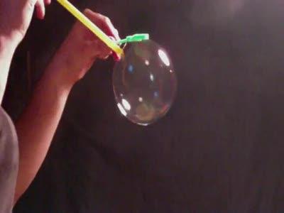 Мыльный пузырь с дымом
