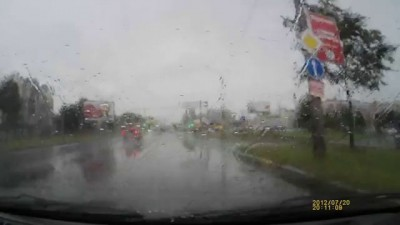 Летел летчик в дождь и напал на слепого.
