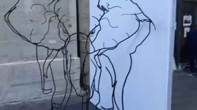 Скульптура меняющаяся в зависимости от точки обзора