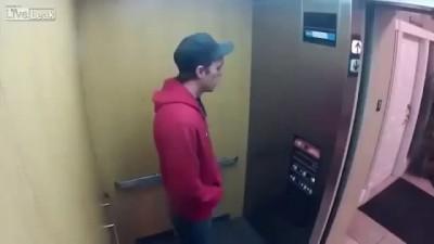 Неудачный розыгрыш в лифте