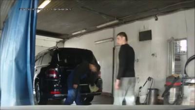 Случай на автомойке.