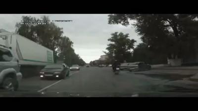 Дед на Ниве сбил мотоциклиста .