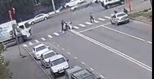 В Сети появилось видео с наездом грузовика на 5-летнюю девочку в Кемерове