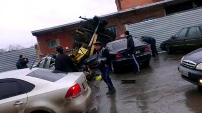 Сваебойная машина раздавила дастер