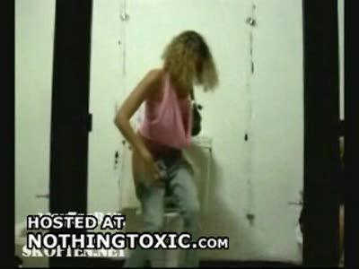 розыгрыш в женском туалете