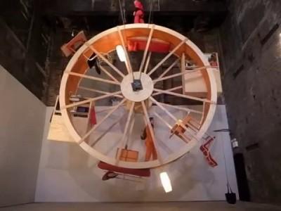 In Orbit – дом в виде бегового колеса
