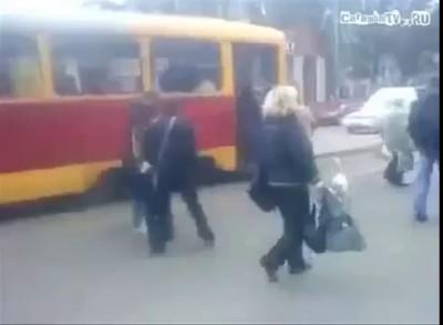 Гусь в трамвае.